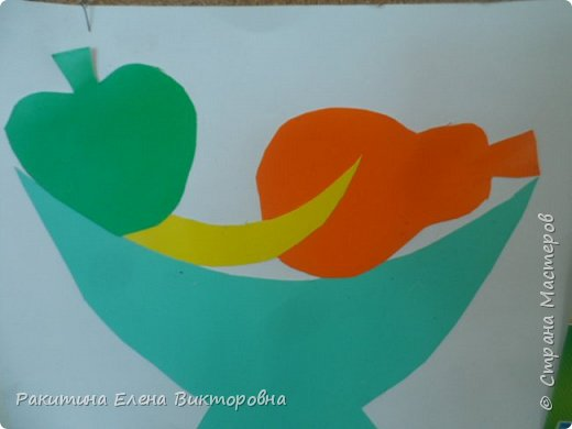 Всем добрый день! На уроке технологии мы с ребятами натюрморт из овощей и фруктов  изображали.  Вырезали по трафаретам, кто-то сделал объемные, кто-то плоскостными. Вот такие картины получились. фото 15
