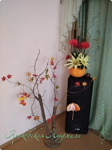 Осенняя композиция из Астрахани и подсолнухов для украшения музыкального зала  фото 6