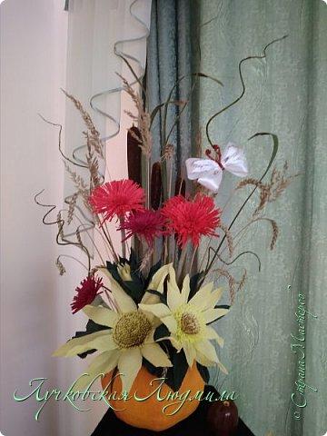 Осенняя композиция из Астрахани и подсолнухов для украшения музыкального зала  фото 4