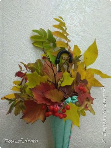 """Осень вдохновляет. Учит доченька песенку, а там текст: """"если выйдете гулять, не забудьте зонтик взять"""".. И вот решили мы сделать поделку в виде зонта.  фото 12"""