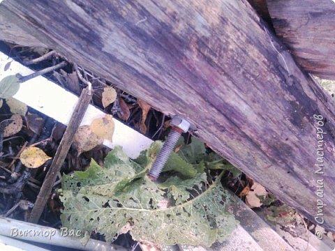 Эти качели на даче я смастерил из палок, а скрепил их металлическими шпильками, саму качели подвесил на тросике. фото 4