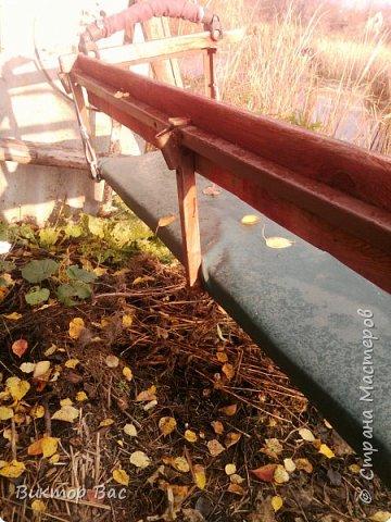 Эти качели на даче я смастерил из палок, а скрепил их металлическими шпильками, саму качели подвесил на тросике. фото 6