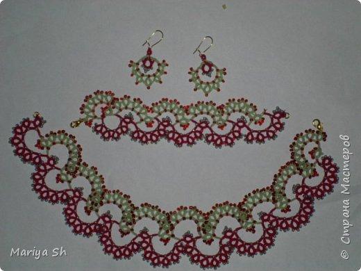 """Ожерелье, браслет, сережки выполнены в технике фриволите с бисером. Данный комплект сделан в подарок для десятилетней девочки. Схемы взяты из книги Т. Уткиной """"Чудесные кружева"""". фото 1"""