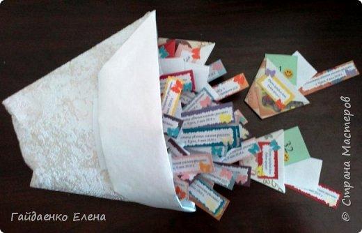 """В Курске проводятся конференции, посвященные оригами, и ежегодные выставки """"Япония глазами россиян"""". Каждый раз для участников конференции или выставки готовятся тематические сувениры.  Вот один из вариантов: стаканчики для ярких впечатлений!"""