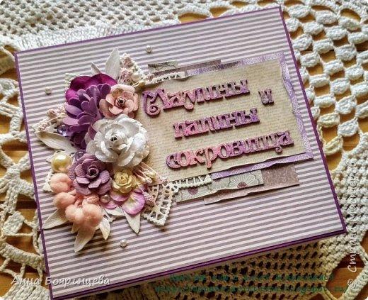 Всем привет!!! Сегодня покажу сокровища которые делала на заказ. Чип окрашен акриловыми красками и покрыт пудрой для эмбоссинга, цветочки покрыты глиттером, поэтому все переливается и блестит. фото 1
