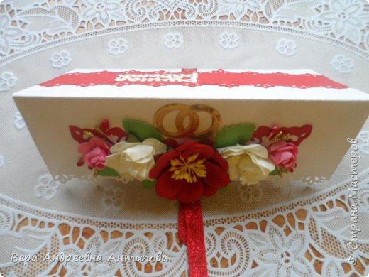 Всем добрый день! Неделю назад  моя крестница вышла замуж, вот такой подарок я сделала для нее на свадьбу. Пара лебедей на картонном озере- символ любви и верности. И открыточка- конвертик для денежного подарка, так сказать - на шило, на мыло, на пеленки- распашонки.))) фото 9