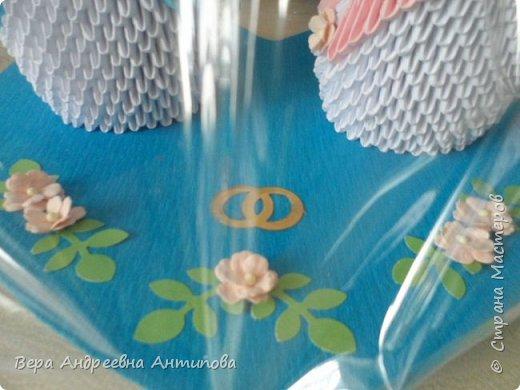 Всем добрый день! Неделю назад  моя крестница вышла замуж, вот такой подарок я сделала для нее на свадьбу. Пара лебедей на картонном озере- символ любви и верности. И открыточка- конвертик для денежного подарка, так сказать - на шило, на мыло, на пеленки- распашонки.))) фото 4