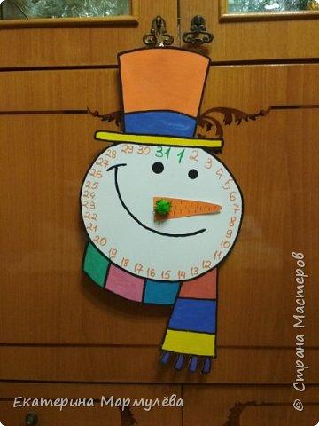 Всем доброго времени суток!  Время летит, приближаются зимние праздники! В этом году решила сделать календарь-снеговик, доця идею поддержала!  Так что, вот такой получился снеговик ))))