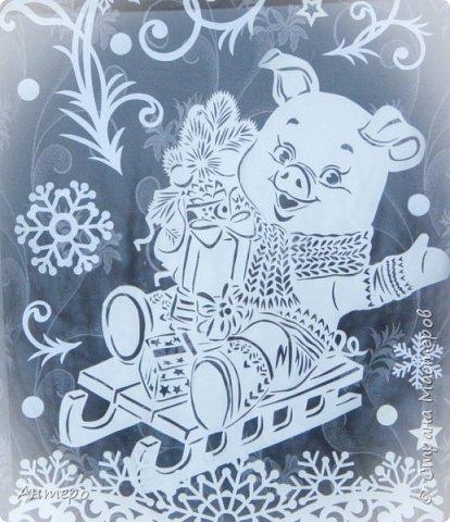 Зимою мир становится добрей И веселей от праздничных забот Приятно просыпаться в декабре И знать, что скоро будет Новый год!  Добрый день, всем)  Уже 7 год, с момента рождения своей доченьки, я украшаю окна к новому году) и всегда показываю свои окошки вам, так что решила и в этом году традицию не нарушать .   фото 6