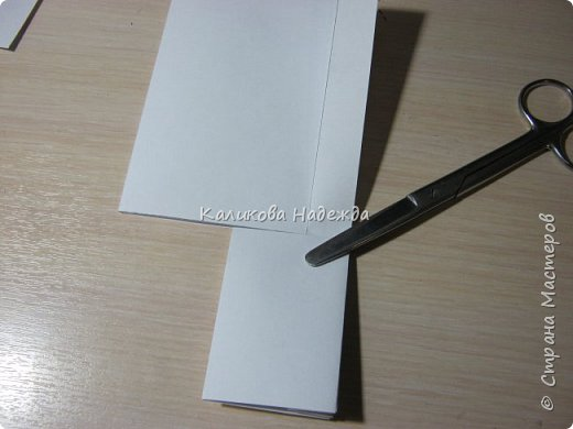 Думаю, такая открытка станет хорошим подарочком на Новый год: и украсит стол, и подскажет дни недели, и поможет найти нужный карандашик, и спрячет сзади секретики) фото 6