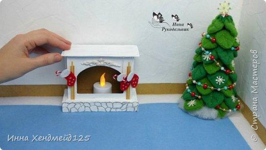 Сделала камин из картона для кукол. У меня давно уже новогоднее настроение, а у вас?  Материалы: Пивной картон, клей, грунт, фетр, флис, полимерная глина, нитки, акриловые краски, бумага. Изделие: Камин для кукол, кукольная мебель. Работа с картоном. Создаю разные вещи своими руками. Сейчас много работаю с кукольным миром. Делаю вещи для кукол. фото 5