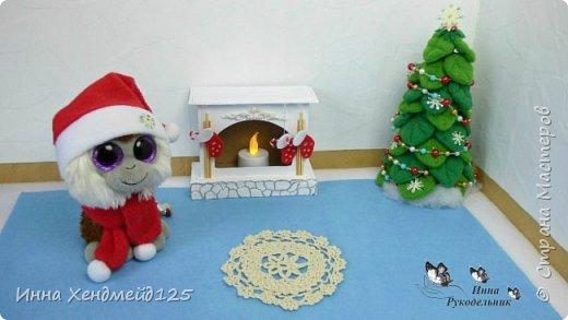 Сделала камин из картона для кукол. У меня давно уже новогоднее настроение, а у вас?  Материалы: Пивной картон, клей, грунт, фетр, флис, полимерная глина, нитки, акриловые краски, бумага. Изделие: Камин для кукол, кукольная мебель. Работа с картоном. Создаю разные вещи своими руками. Сейчас много работаю с кукольным миром. Делаю вещи для кукол. фото 3