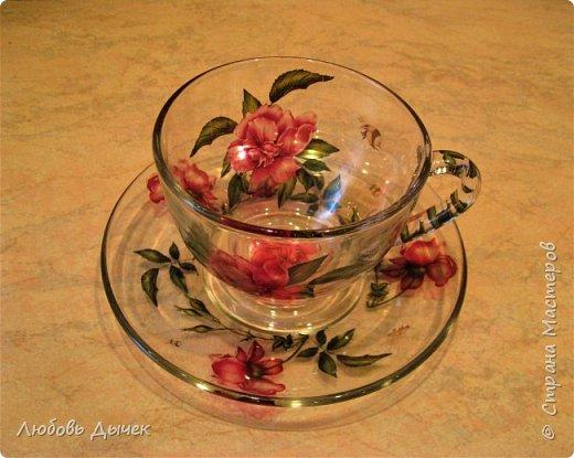 """Я очень люблю чай с ароматом цветов. Это та приятно и  поэтично! Пьешь чай зимой, а пахнет летом! Для работы выбрала чайную  пару из  прозрачного стекла. В работе использовала декупажную карту freedekor, акриловый лак для запекания при температуре 200 градусов. Посуду можно мыть и использовать по прямому назначению. Первую мою работу я подарила своей любимой подруге. А вот теперь решила сделать подарок для себя любимой. Это вторая моя работа, которую я отправляла на конкурс """"хотелок"""". фото 1"""