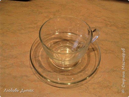 """Я очень люблю чай с ароматом цветов. Это та приятно и  поэтично! Пьешь чай зимой, а пахнет летом! Для работы выбрала чайную  пару из  прозрачного стекла. В работе использовала декупажную карту freedekor, акриловый лак для запекания при температуре 200 градусов. Посуду можно мыть и использовать по прямому назначению. Первую мою работу я подарила своей любимой подруге. А вот теперь решила сделать подарок для себя любимой. Это вторая моя работа, которую я отправляла на конкурс """"хотелок"""". фото 4"""