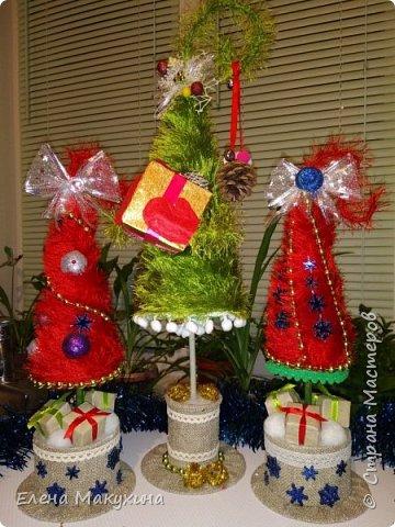 Здравствуйте, дорогие соседи! Новогодняя лихорадка в самом разгаре. И сегодня я к вам со своими елочками, большими и маленькими. фото 4