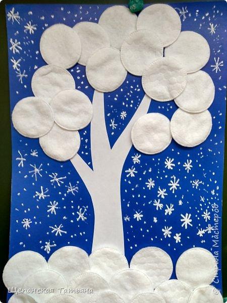 Коллективные работы моих второклашек. Сначала вместе придумывали, из каких материалов будем делать деревья, а потом каждая команда клеила свое. В конце добавили снежинки корректором. Как раз за урок управились. фото 2