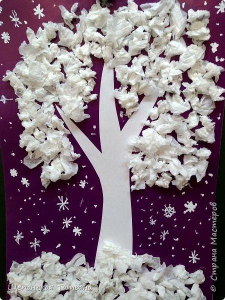 Коллективные работы моих второклашек. Сначала вместе придумывали, из каких материалов будем делать деревья, а потом каждая команда клеила свое. В конце добавили снежинки корректором. Как раз за урок управились. фото 5