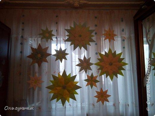Всем доброго вечера!  Вот и наступил декабрь - месяц волшебства и чудес!!! Этот месяц мы с детьми проживаем по Адвент-календарю ожидания нового года.  Вот тут наши старые календари...кому интересно, загляните.... https://stranamasterov.ru/node/1162898  -  это 2017г. https://stranamasterov.ru/node/1073488  - это 2016г. https://stranamasterov.ru/node/1058748  - это 2015г. Я не любитель того, чтобы ребенок каждый день получал только вкусняшку и все...У нас каждый день это не только сладость, но и всевозможные задания, головоломки, ребусы и конечно же новогодняя тематика дня. В этом году идею мне подал муж))) Дети в сапожках находят записку с вопросами, ответы на которые будут числами. Их детям надо будет вписать в поисковик на компьютере, чтобы найти особую папку с сегодняшним днем и дальше уже следовать тому что там написано... фото 56