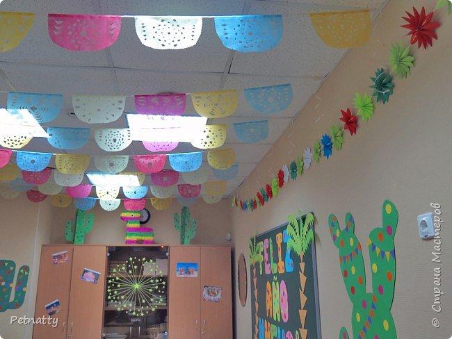 В этом году в школе темой новогодних украшений были разные страны. Помогла коллеге украсить класс в мексиканском стиле. фото 6