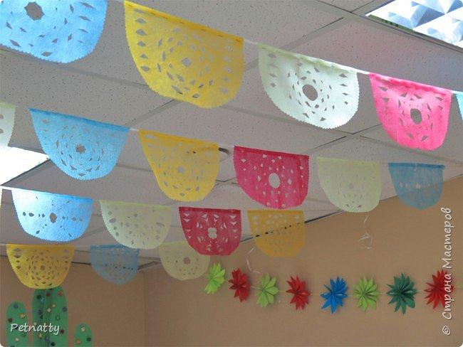 В этом году в школе темой новогодних украшений были разные страны. Помогла коллеге украсить класс в мексиканском стиле. фото 7