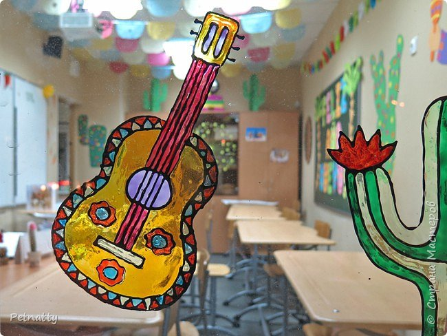 В этом году в школе темой новогодних украшений были разные страны. Помогла коллеге украсить класс в мексиканском стиле. фото 13