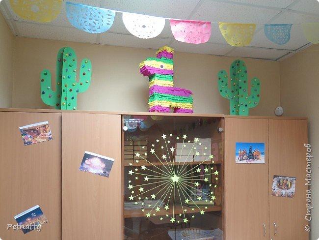 В этом году в школе темой новогодних украшений были разные страны. Помогла коллеге украсить класс в мексиканском стиле. фото 14