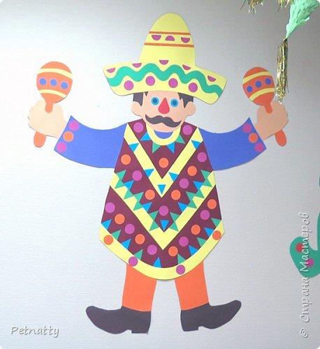В этом году в школе темой новогодних украшений были разные страны. Помогла коллеге украсить класс в мексиканском стиле. фото 18