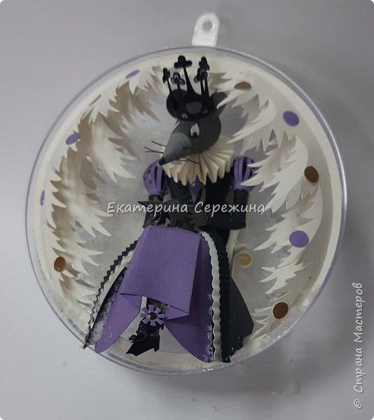 """7 шар из серии """"Щелкунчик"""", фотографировала в попыхах, сегодня надо было его отдать, и забыла сзади сфотографировать, королева сидит на маленьком троне... фото 2"""