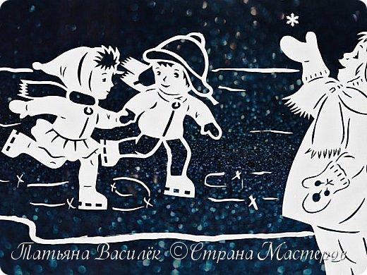 Наше окошечко с Новогодними Чародеями, которые дарят детям чудо!  Самый сказочный праздник в году, Когда взрослые верят, как дети, Что создал толстый лёд на пруду Самый сказочный маг на планете. Пусть приносит он белый снежок, Колыбельные песни метелей, Пожеланий огромный мешок, Изумрудность раскидистых елей. Волшебство новогодних затей, Разноцветье сверкающих льдинок. И весёлые лица друзей, И мечты из прекрасных картинок. И горящий огонь доброты, И в душе мелодичные звуки. Чтоб хватило нам всем теплоты! Чтобы нас обходили разлуки! (Яна Ярошевская-Молозовенко)  За шаблоны Чародеев огромное спасибо автору Екатерине Михеевой.  фото 6