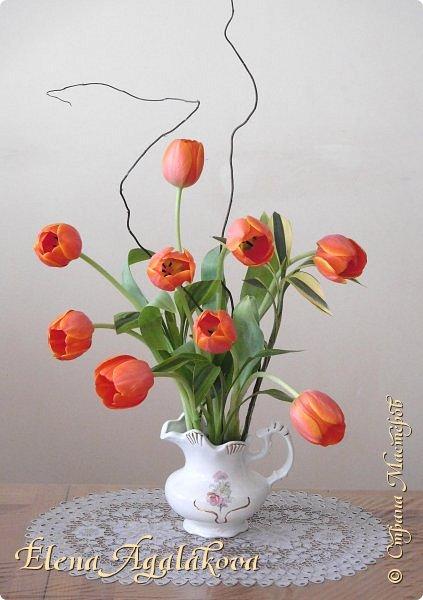 Добрый день! Сегодня я к вам снова с композициями из цветов. Зимой особенно хочется цветов и красок!  Этим летом я решила осуществить еще одну свою мечту - научится цветочному дизайну. Очень люблю цветы, травки-муравки, деревья и вообще все растения. Очень увлекательно работать с цветами! Я взяла небольшой курс по цветочному дизайну. Дома делаю оранжировки из того что под рукой, беру цветы которые найду, даже полевые и из своего садика. Конечно сейчас все цветы в садике отцвели... поэтому приношу из магазина где работаю. Другие композиции делала для цветочного магазина где начала работать. Делюсь красотой! фото 1