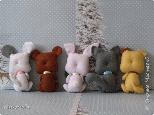 Всем привет! Игрушки из фетра, сделаны по мастер-классу Марьи Ману. Внутри- синтепух. Можно использовать для создания мобиля или просто на подарочек, можно добавить в букеты с конфетами. Рост - около 12см. фото 2