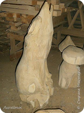 Здравствуй, Страна!  Представлю сегодня работы моего соседа, сделаны из дерева. Из инструментов он использует только бензопилу и болгарку. фото 21