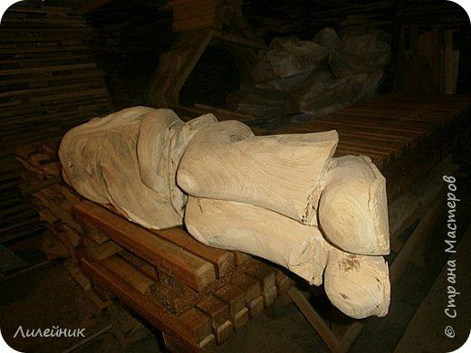 Здравствуй, Страна!  Представлю сегодня работы моего соседа, сделаны из дерева. Из инструментов он использует только бензопилу и болгарку. фото 25