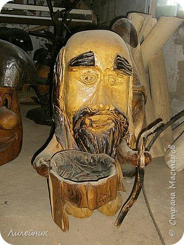 Здравствуй, Страна!  Представлю сегодня работы моего соседа, сделаны из дерева. Из инструментов он использует только бензопилу и болгарку. фото 5