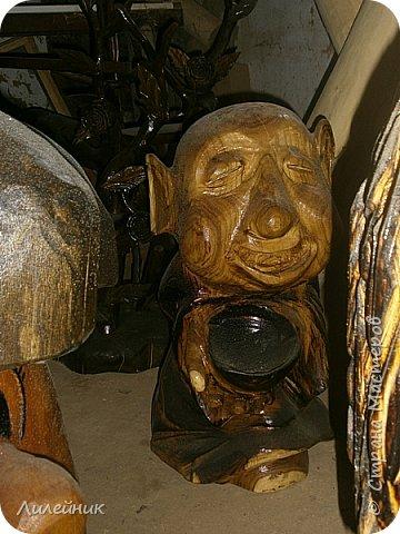Здравствуй, Страна!  Представлю сегодня работы моего соседа, сделаны из дерева. Из инструментов он использует только бензопилу и болгарку. фото 6