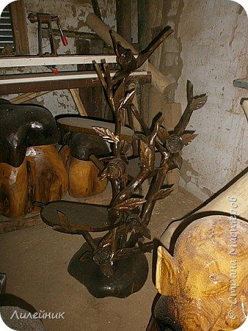Здравствуй, Страна!  Представлю сегодня работы моего соседа, сделаны из дерева. Из инструментов он использует только бензопилу и болгарку. фото 8