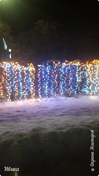 Всех-всех, кто зашёл в гости ко мне на страничку, поздравляю с Новым годом! Желаю всем здоровья, добра, благополучия и мира! Новый год мы встречали у детей в г.Черкассы (Украина). Праздничные дни выдались морозные и снежные. Все съёмки велись, так сказать, по ходу движения. Это одна из городских ёлок. На одной из площадей города.  фото 12