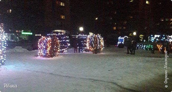 Всех-всех, кто зашёл в гости ко мне на страничку, поздравляю с Новым годом! Желаю всем здоровья, добра, благополучия и мира! Новый год мы встречали у детей в г.Черкассы (Украина). Праздничные дни выдались морозные и снежные. Все съёмки велись, так сказать, по ходу движения. Это одна из городских ёлок. На одной из площадей города.  фото 16