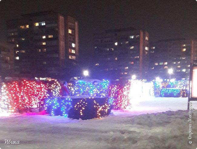 Всех-всех, кто зашёл в гости ко мне на страничку, поздравляю с Новым годом! Желаю всем здоровья, добра, благополучия и мира! Новый год мы встречали у детей в г.Черкассы (Украина). Праздничные дни выдались морозные и снежные. Все съёмки велись, так сказать, по ходу движения. Это одна из городских ёлок. На одной из площадей города.  фото 17