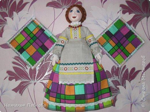 кукла-пакетница и две прихватки украсят интерьер кухни и будет прекрасным подарком.....
