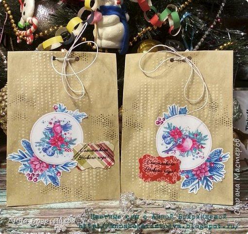 Всем привет!!!! Сегодня покажу крафтовые пакетики, которые делала для упаковки подарков на Новый год. Пакетики всегда делаю сама, размеры всегда под подарок. Украсила текстурной пастой, штампами, картинка, высечка,надпись. Все просто)))) фото 2