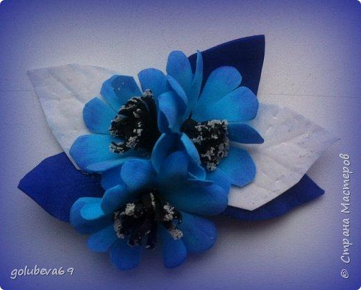 Брошь из фоамирана с голубыми цветами фото 1