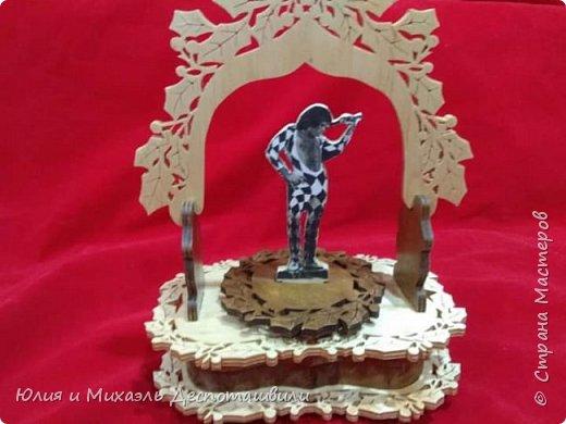 """Музыкальная шкатулка из бука. Мелодия рок группы Queen """"Мы чемпионы"""". Высота 27 см, ширина 21 см, размеры ящиков 5,5х3,5 см , глубина ящиков 3 см. Ящиков 2 штуки фото 2"""