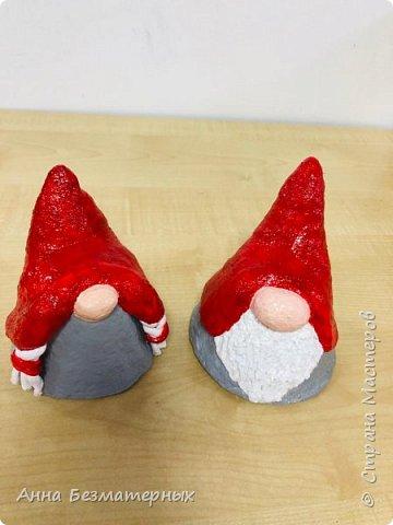 Завершаем новогоднюю тему. Гномы под елочку. Высота 10 см. Для кос использовала полимерную глину. фото 1