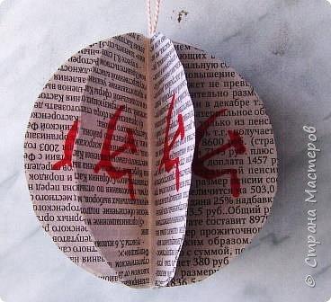 Новый год - самый яркий из всех праздников в году. А вот новогодние вытынанки делают из бумаги одного цвета, обычно белого, иногда добавляя фон другого цвета. Но мне захотелось сделать их яркими, новогодними. За основу взял обычные вытынанки из интернета. Новогодние вытынанки. фото 57