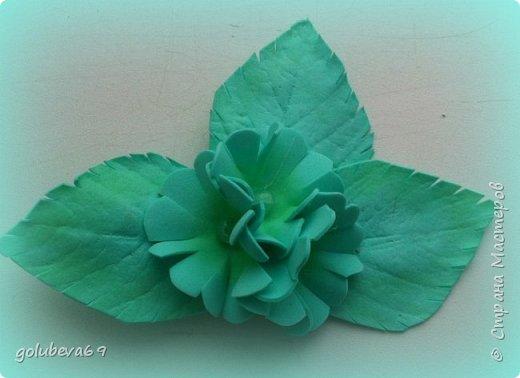 Брошь из фоамирана с голубыми цветами фото 8