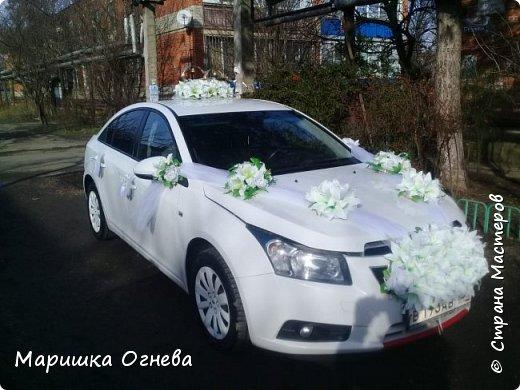 Много)) Свадебных  украшений на авто фото 4