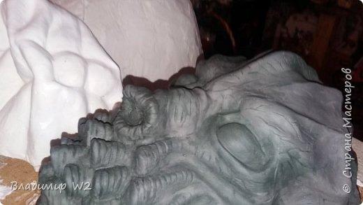 Эту вещь никто до меня ни то что не видел и не трогал, а даже представить себе не мог, что такое вообще может существовать. В работе использовались материалы; пластилин, силиконовый герметик, гипс, папье-маше, оргалит, различные детали от бытовых приборов, краски (гуашь, акрил), лак масляный, битум не керосине.  фото 11