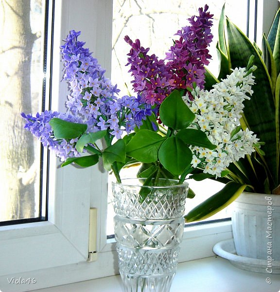 Моя последняя работа из холодного фарфора. Ох, и тяжелые получились эти веточки... все вазы, кроме этой тяжеленной, не выдерживали, валились на бок. Это одна из причин, почему я перешла на фоамиран, из него цветы - пушинки.  фото 1