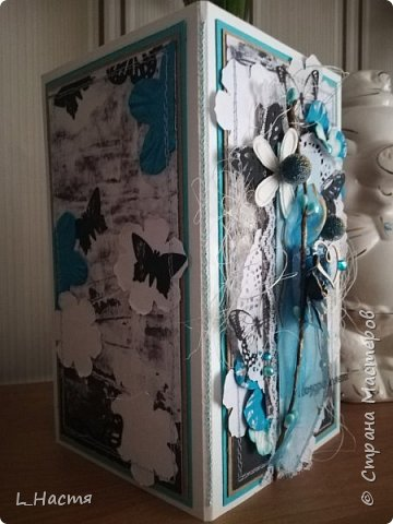 С возвращением меня! )) Почти год открыток не делала((( Ну что ж продолжим....Золото на голубом..... Сдержанный черный, пронзительный голубой и всеобъемлющий белый. Открытка на свадьбу. фото 2